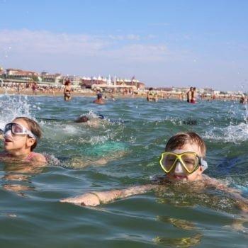 Мальчики на плавании