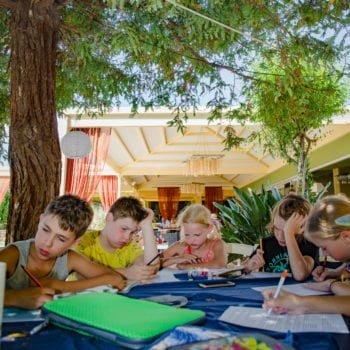 Урок в лагере в Греции